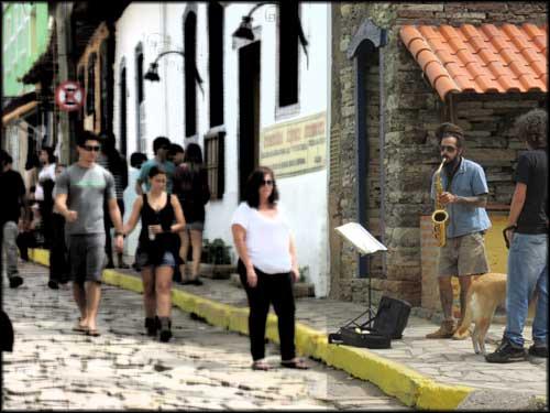 Saxofone e Jazz, artista de rua em São Thomé das Letras
